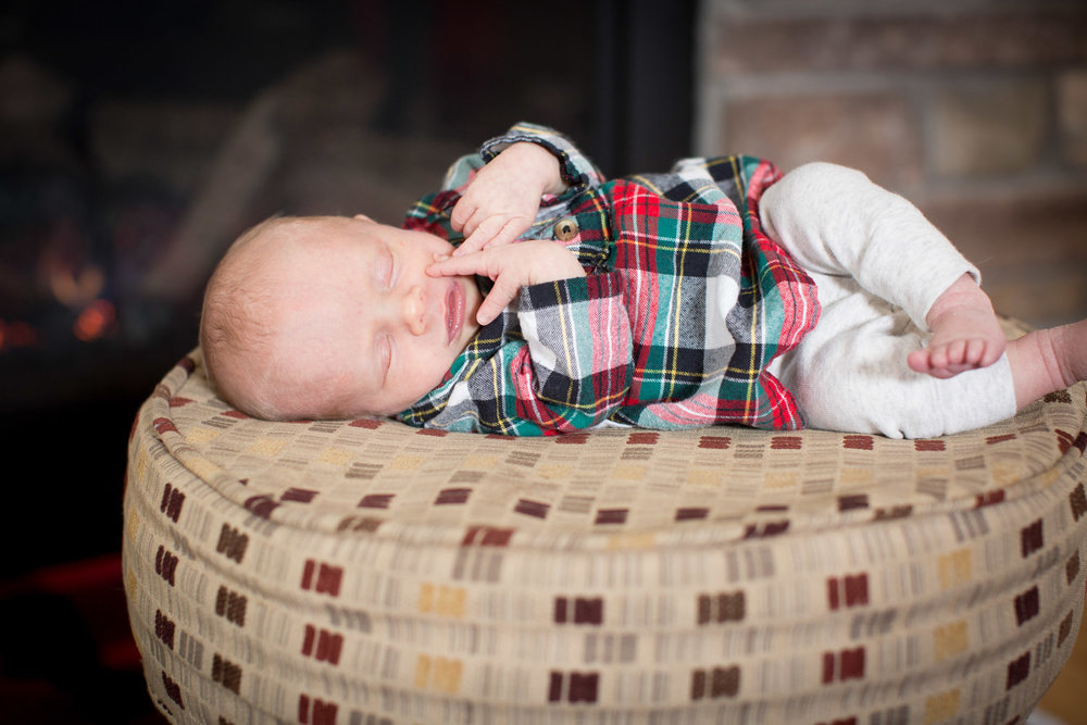 04-in-home-newborn-lifestyle-baby-girl-plaid-family-photographer-mahonen-photography.jpg