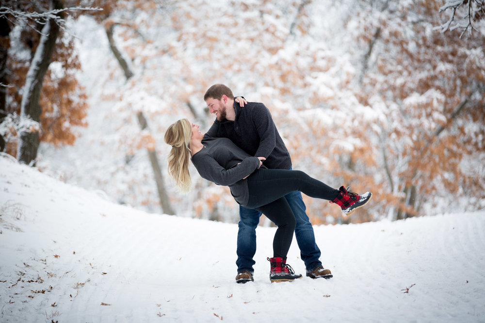 04-bunker-hill-regional-park-winter-wonderland-minnesota-engagement-photographer-snowy-day-dip-ski-trail-fun-photo-session-mahonen-photography.jpg