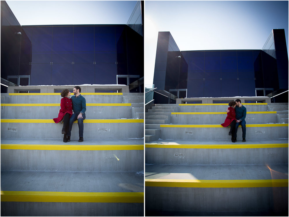 05-guthrie-theater-minneapolis-minnesota-winter-engagement-session-blacony-mahonen-photography.jpg
