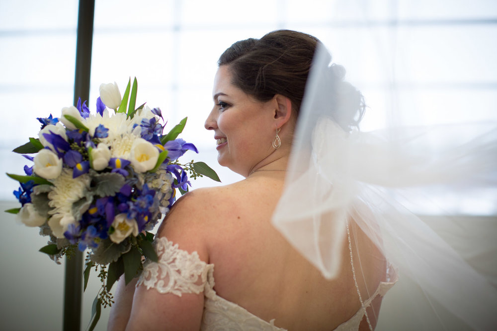 14-eagan-community-center-weddings-minnesota-winter-rain-wedding-bride-veil-mahonen-photography.jpg