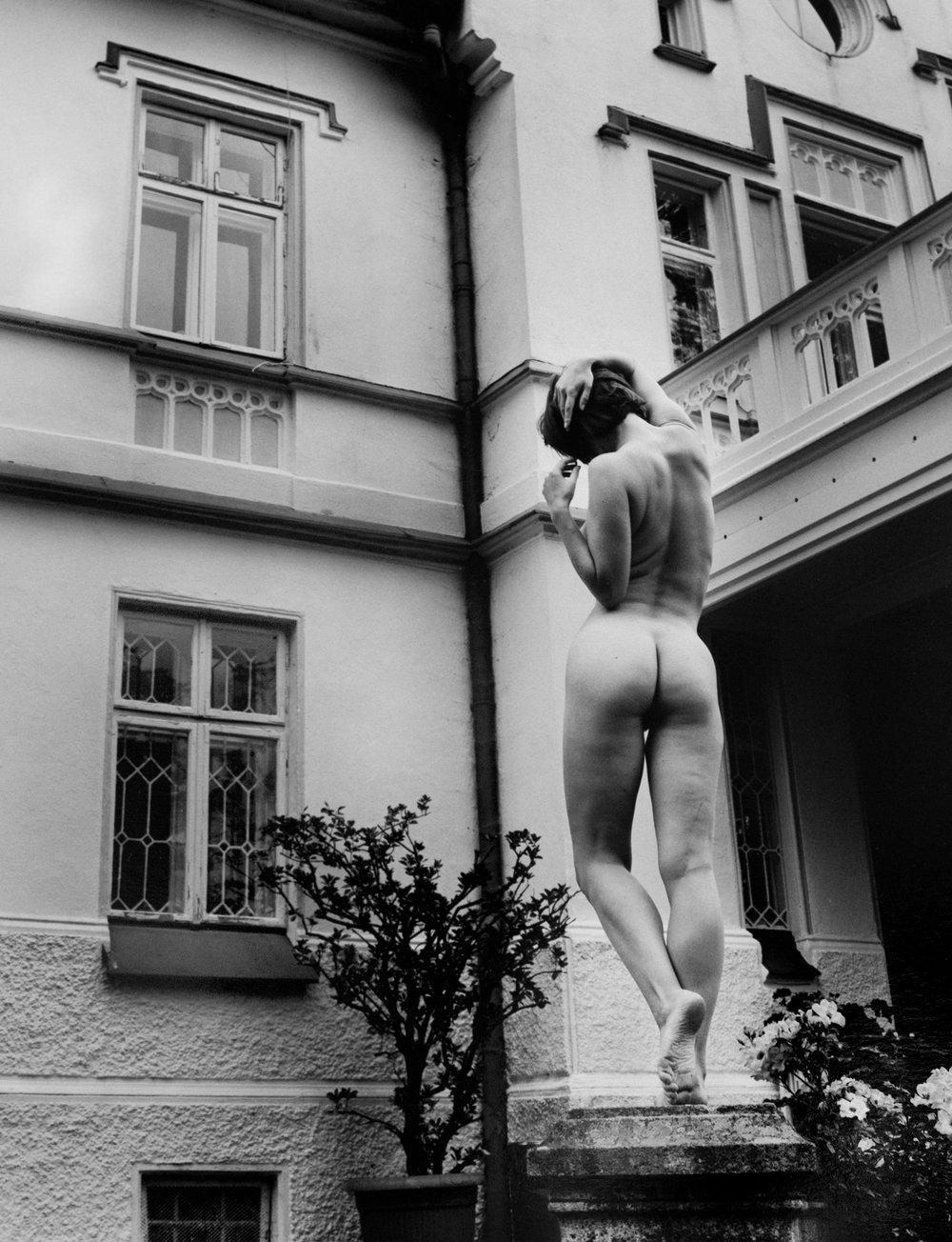 """Kim Weston, """"The Statue,"""" 2017"""