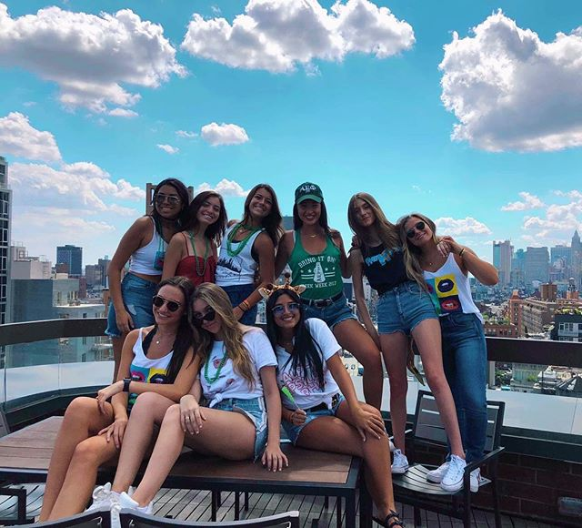 Come get to know #AEPhiNYU at Meet the Greeks tonight! 💚 We will be at E&L in kimmel located on the fourth floor 🦒✨