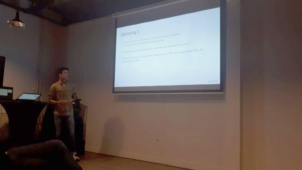 Young Professional Stijn Dautzenberg presenteerde een implementatie voor een klant, die GIT-versiebeheer voor 100 maatwerk versies van een softwareproduct wilde combineren met een functionele programmaopzet. Door de functionele opzet kunnen OO-concepten niet worden toegepast, om wijzigingen vanuit de core via inheritance door te voeren over de 100 maatwerk versies.  Voor deze functionele opzet is bij het NISI een oplossing ontwikkeld dat het automatisch doorvoeren van deze wijzigingen toch mogelijk maakt.