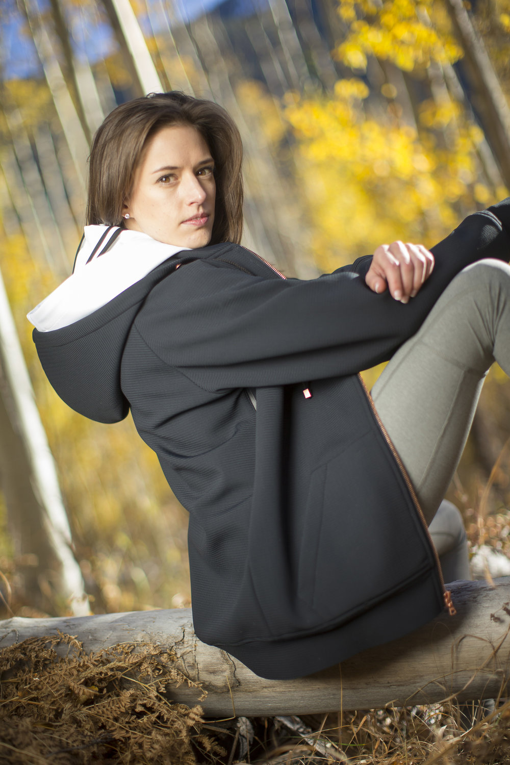 Large kangaroo pockets & side seam venting zips ensure you'll always keep your cool