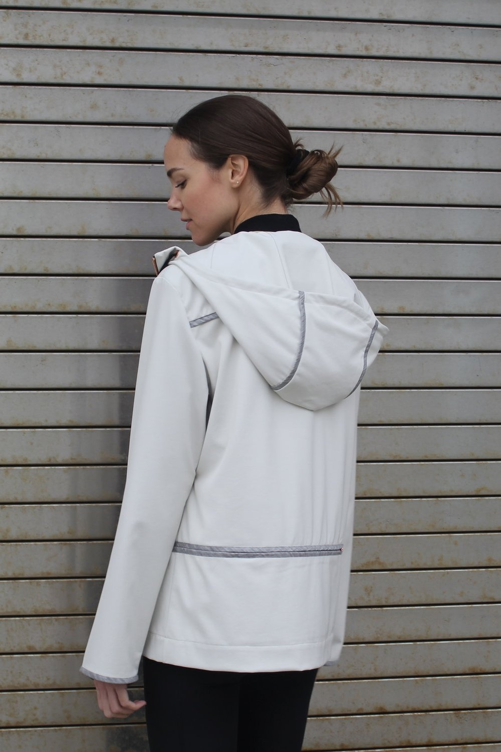 Couture binding details through in contrast merino wool 3 pockets in waist front and back