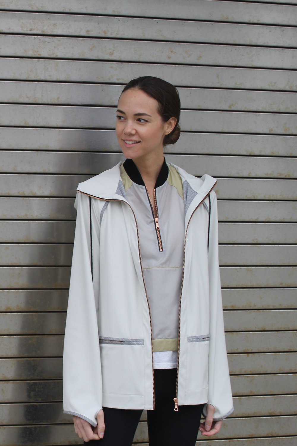 Clever thumbholes prevent your sleeves from riding up.