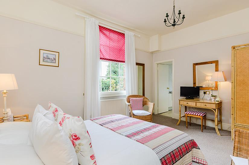 Hotel-Uppingham-Club-Room--Suite.jpg