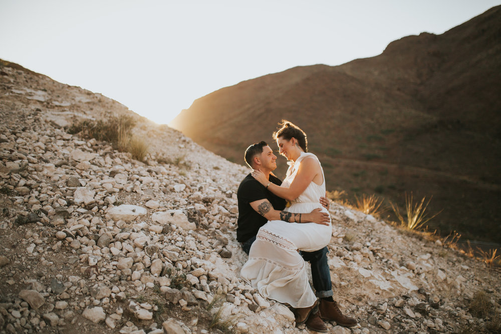 el-paso-franklin-mountains-engagement-photographer-7