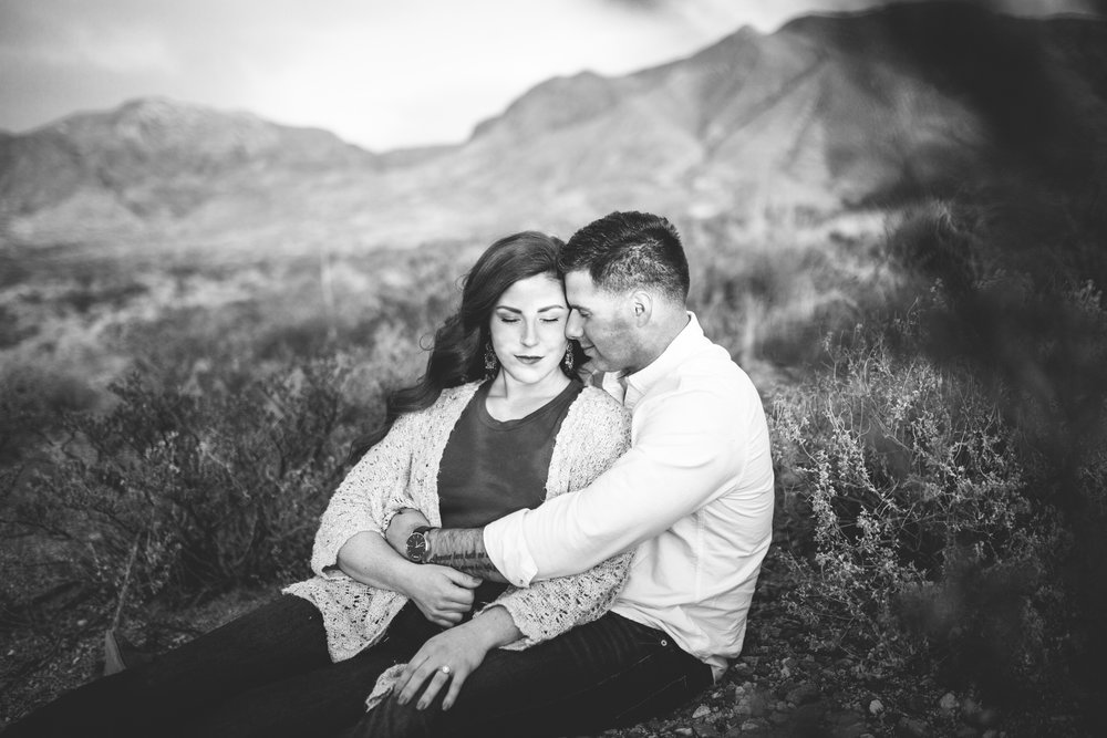 franklin-mountain-el-paso-engagement-sparrow-and-gold-photography-30