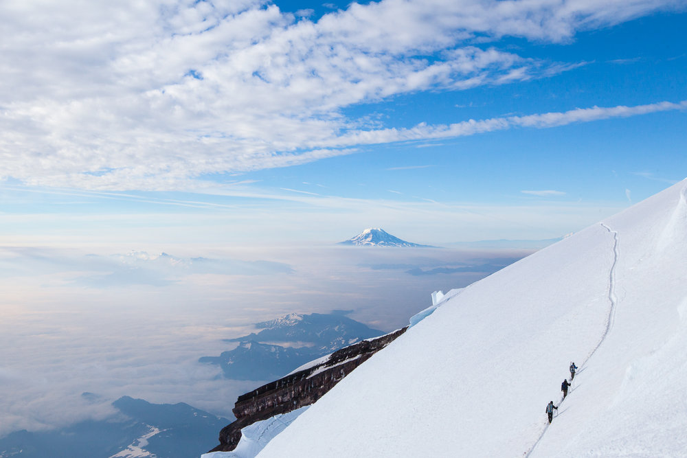 mount-rainier-climbers-travel-explore-adventure