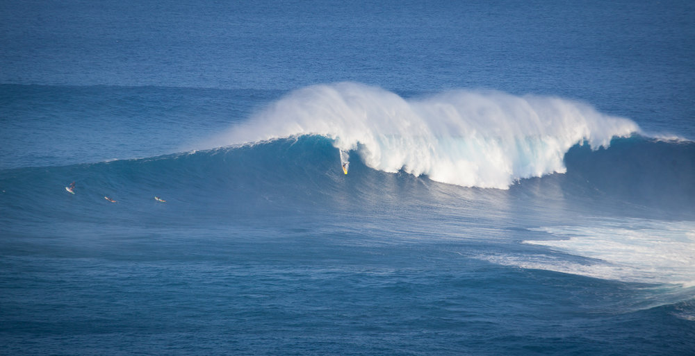 The famous Jaws (Pe'ahi) surf break on the north shore of Maui