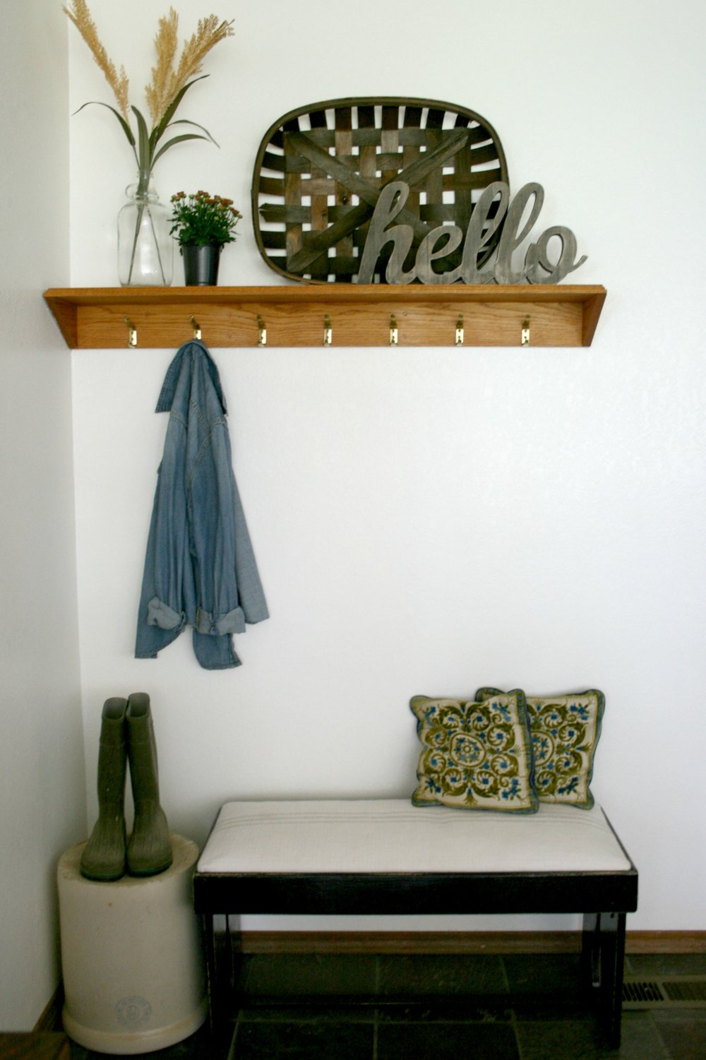 farmhouse entryway with repurposed bench.jpg