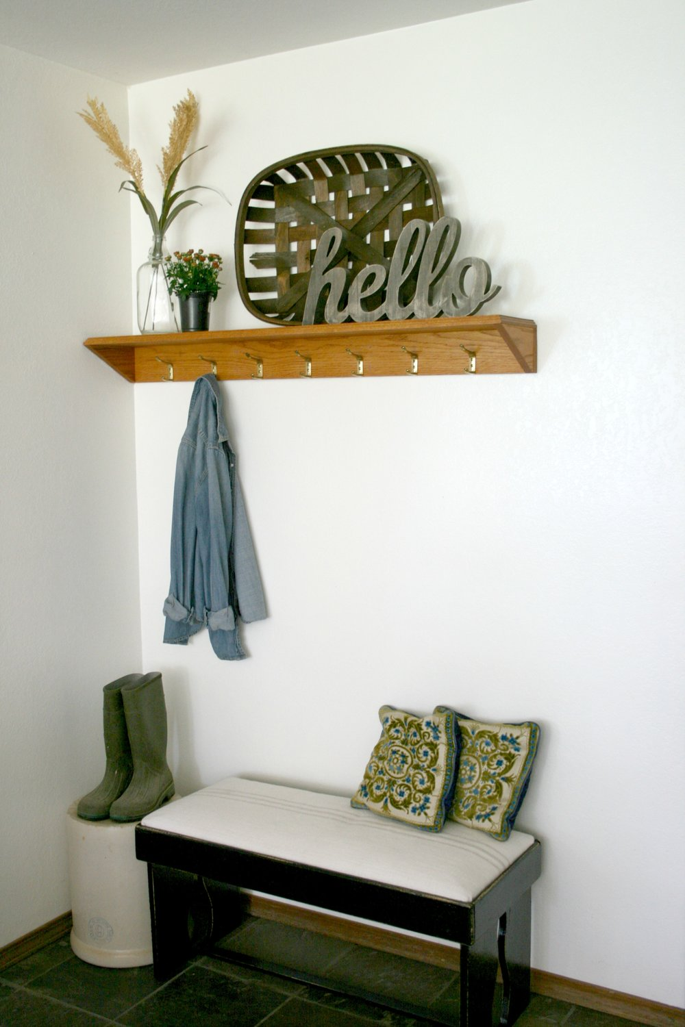 farmhouse entryway.jpg