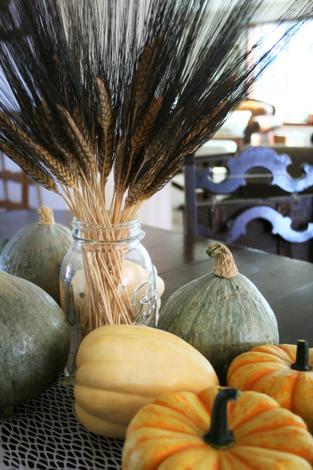 decorating with fall wheat and pumpkins