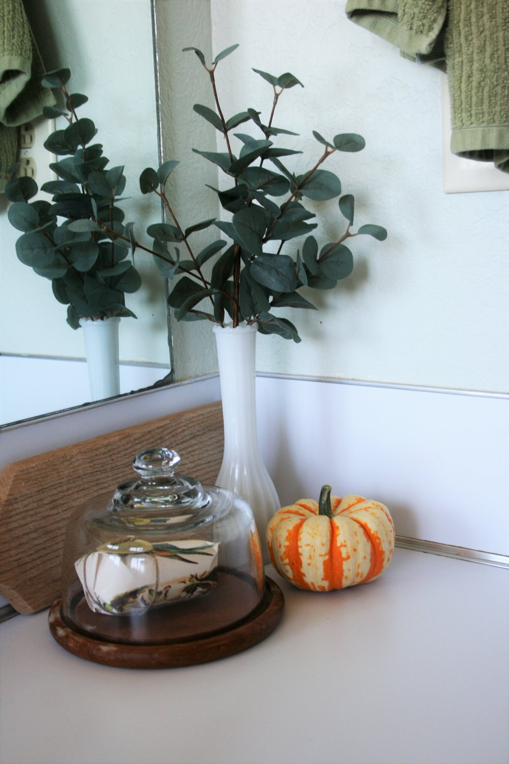 simple fall bathroom decor