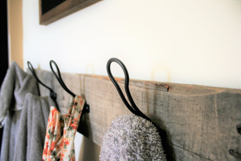 DIY Pallet Farmhouse Towel Hooks | The Little Homeplace
