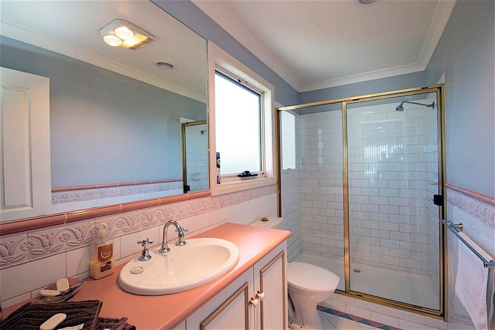 upstairs main bathroom 1 web large..jpg