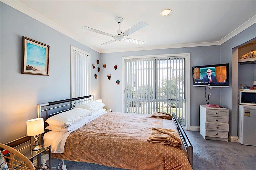 downstairs bedroom 2 web large..jpg