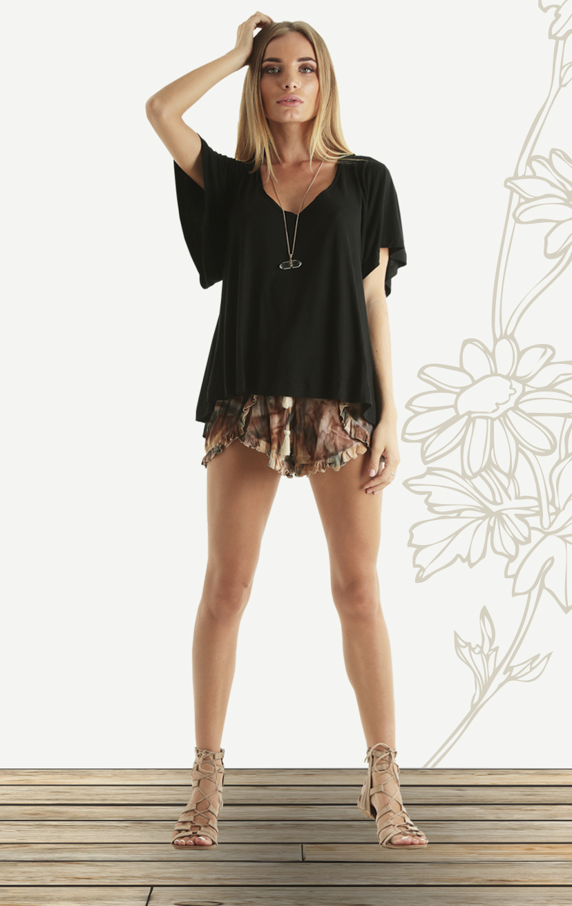 TOP DASH S/s scoop v-neck loose-fit top                                                              RAYON SPANDEX | XS-S-M-L – SHORTS CHUNS Scollop-front, ruffle-edged shorts, elastic-waist w/ pom-pom ties RAYON VOIL | XS-S-M-L