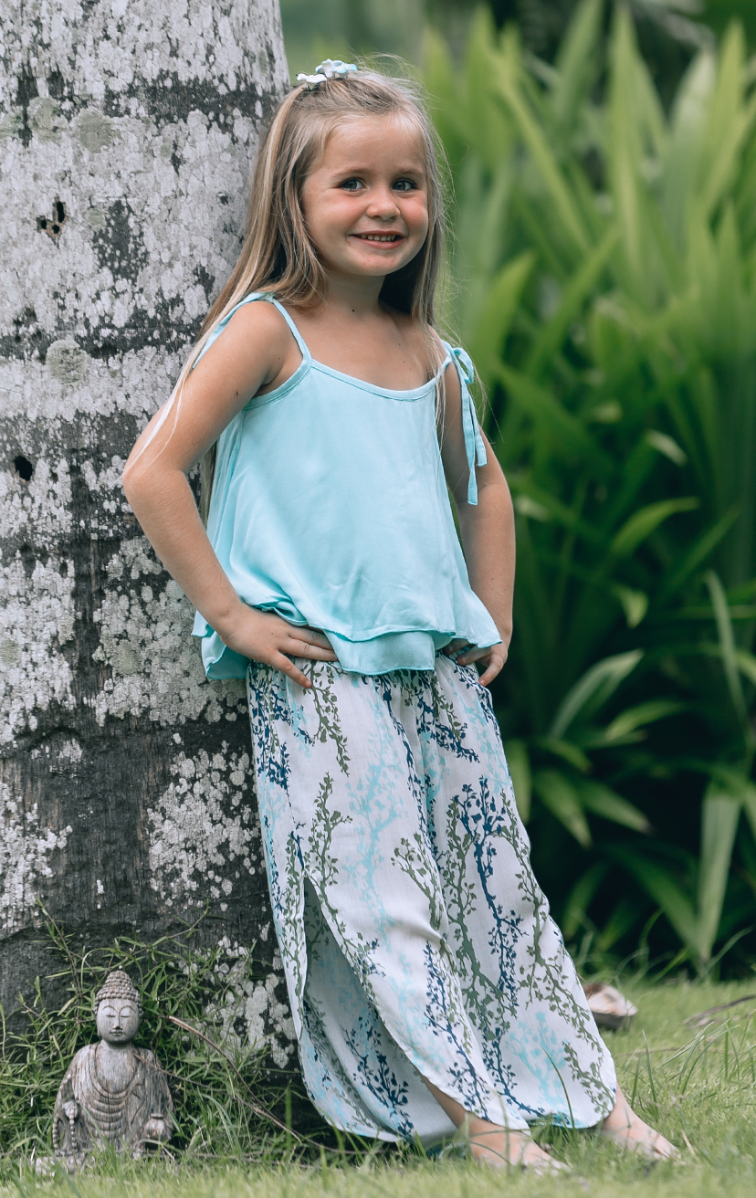 TOP BUZZY Double layered top, shoulder ties with pom pom RAYON VOILE | 2/3 | 4/5 | 6/7 | 8/10 – PANT STAR Smock-waist, slits down the sides pant RAYON VOILE | 2/3 | 4/5 | 6/7 | 8/10
