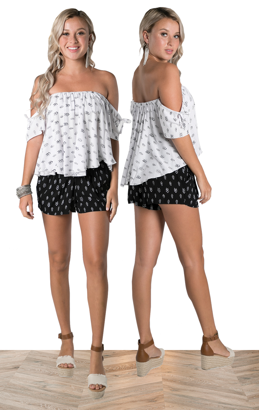TOP LAGOON   Cap-slv with ties, lined smocked bandeau, off-shoulder top  100% RAYON | XS-S-M-L  –   SHORTS BANZAI   Hight waist, front pockets, smoked waist shorts  100% RAYON | XS-S-M-L