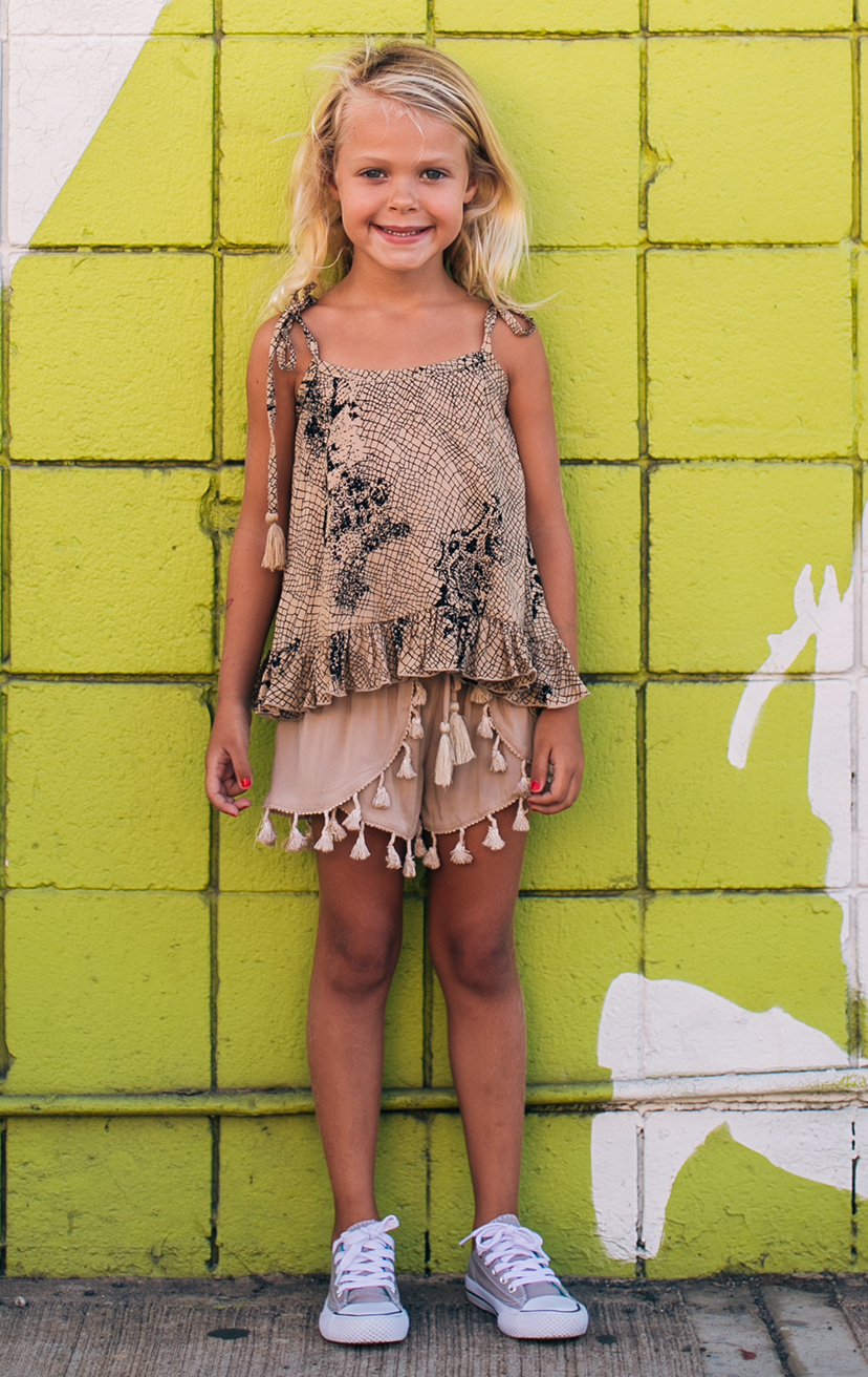 TOP MILLY   Shoulder ties with tassels top, bottom ruffle detail  100% RAYON | 2/3 | 4/5 | 6/7 | 8/10  –   SHORTS JINGLE   Tassel-edge scallop-front elastic-waist shorts  100% RAYON | 2/3 | 4/5 | 6/7 | 8/10