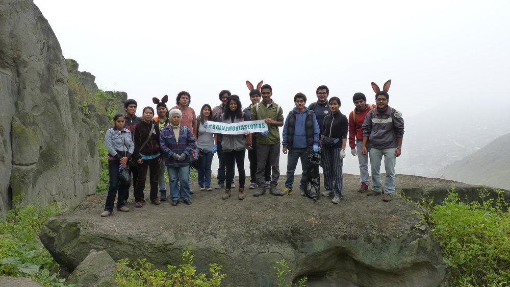 Cuarta generación de Proyecto Lomas en las lomas de Amancaes con dirigentes vecinales, Rímac, Lima-Perú (2014)