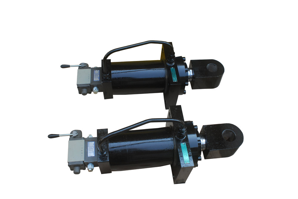 Hydraulic cylinder integrated with valves