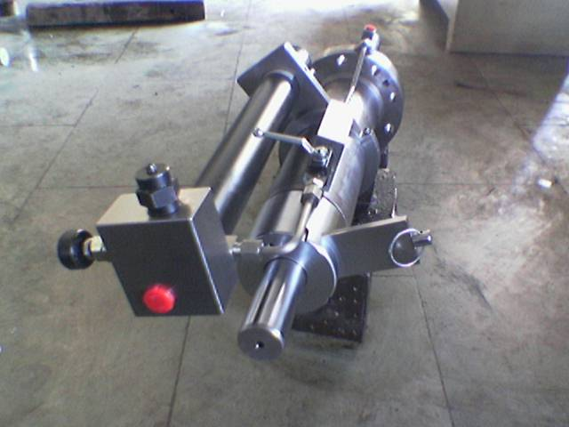 Hydraulic cylinder integrated with valves and back up accumulator