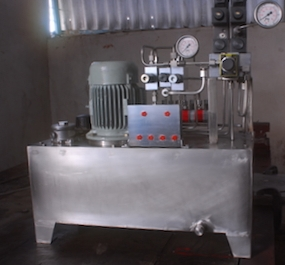 Power pack with stainless steel oil tank.