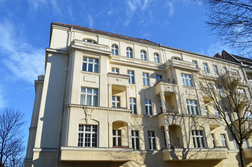 The coliving space is located in this beatiful old building in Berlin Prenzlauer Berg