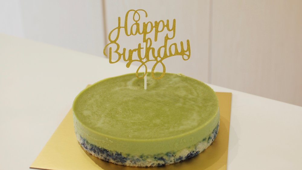 "Kueh Salat 9 Inch Round Whole + ""Happy Birthday"" Topper"