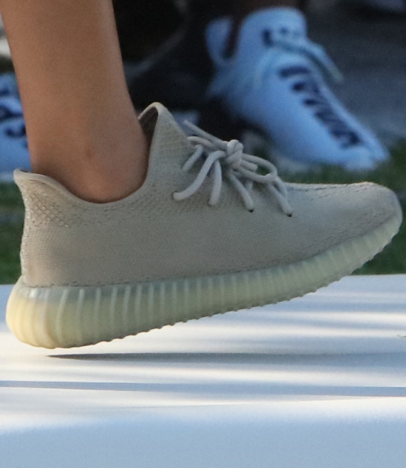 Yeezy Boost 350 V2 Olive