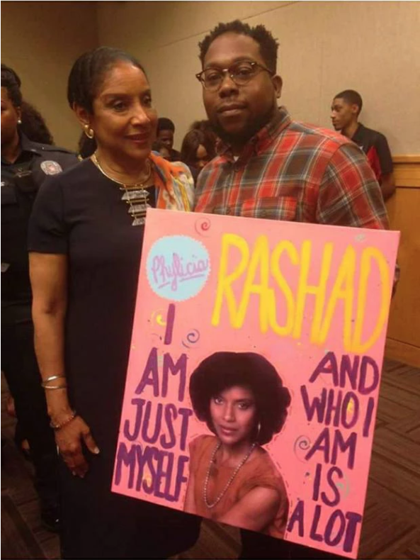 Artist Krow presents an original piece to actress and philanthropist Phylicia Rashad.
