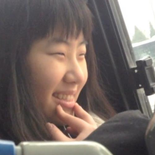 '10 segundos de mi día' - Documental creado por la artista polaca, Monika Luka mientras residía en Beijing. La idea del proyecto comenzó el 1 de enero de 2014 cuando en camino a un concierto de música clásica se pregunto: ¿qué extrañaré cuando me mude de China?En ese momento, Monika ya había estado viviendo en Beijing durante 3.5 años. Por lo que decidió grabar 10 segundos de su día, todos los días durante un año. Primero se concentró en grabar tareas cotidianas y el ambiente a su alrededor. Pero a medida que el proyecto continuaba, empezó a concentrarse cada vez más en los detalles, pensando en cómo explicarle su vida en China alguien que nunca ha estado en ese país.Algunos meses tiene un tema especifico, pero la mayoría de los días son tomas al azar, cosas que le llamaron la atención, instantes cotidianos que no quería olvidar y ocasiones especiales.