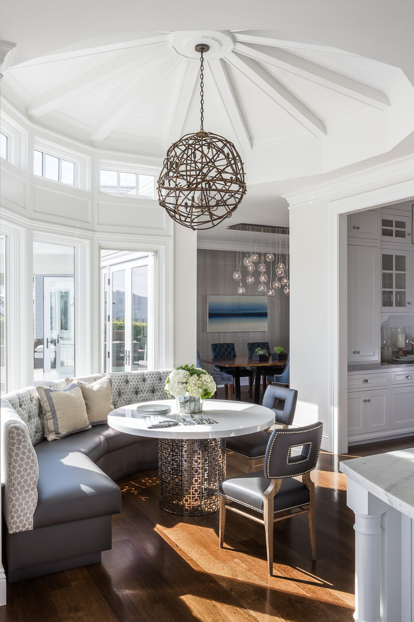 dining nook with bay window
