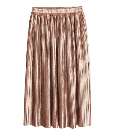 This skirt is Ah-mazing. With a fluffy sweater, you could go all season!