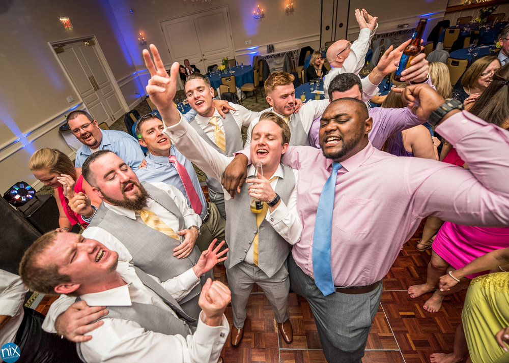 groomsmen sing along dance floor.jpg