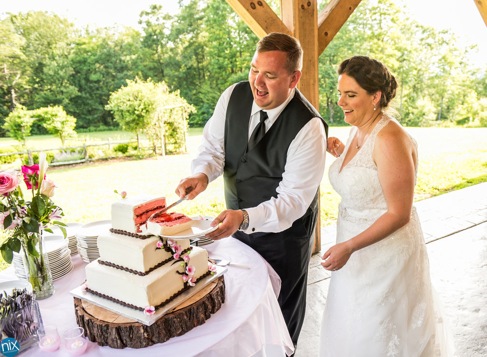 bride and groom cut the cake at cabin ridge.jpg