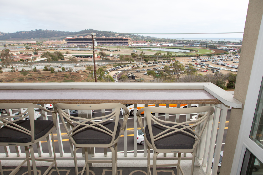 WOW!! Balcony overlooking Del Mar Fairgrounds and Horse Races