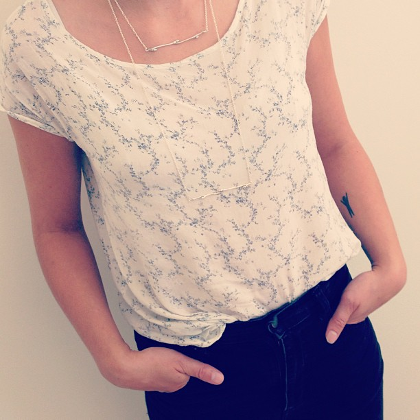 Today's outfit: white top with flower print, BJÖRK Silver necklaces short and long together with black jeans. #johannan
