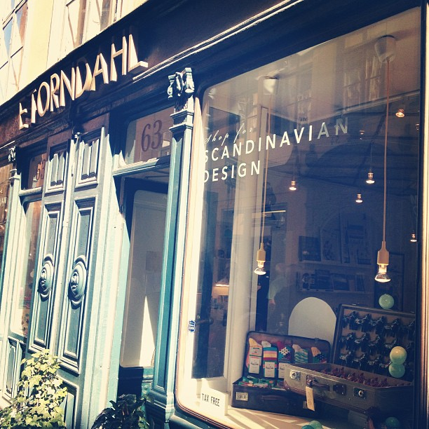 Oh Stockholm! Don't miss out this lovely shop, E.Torndahl, at Västerlånggatan, Old Town. Family owned since 1864 (!) and where I started this morning. #retailer
