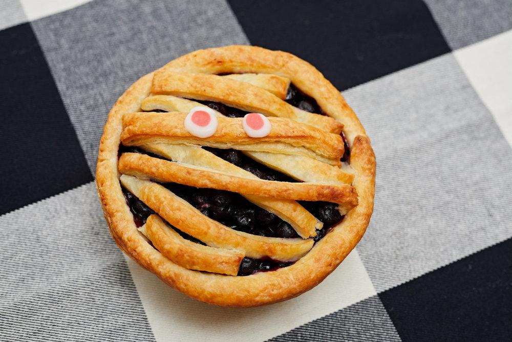 Halloween Pies - Blueberry Mummy (5) - web.jpg