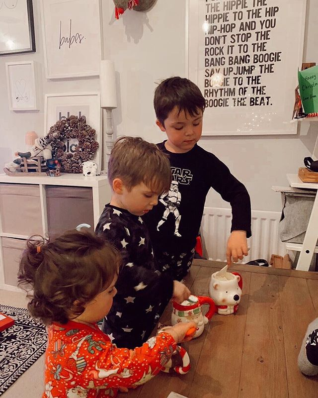 Little throwback to Christmas Eve of my three babies enjoying their hot chocs and cream in their new Christmas mugs. 🎄. . This feels like forever ago now - time is such a funny thing isn't it?! And how we experience it has SO much to do with the way we're feeling. For example, have you ever noticed when you're totally bored and waiting for what seems like the worlds biggest chatterbox to pay (whose in front of you in the queue at the shops.) And it feels like you've been stood there for two hours waiting but it has in fact only been five minutes? Yet that same five minutes can whizz by in a flash of nothingness when you're immersed in conversation with a friend?! Time literally blows my mind. Anyone with me?! 🤷🏻♀🙋🏻♀. . . . . . #motherhoodrising #motherhoodunited #motherhoodinspired #britishblogger #bloggingmom #mummyvlogger #mumsofinstagram #channelmum #mumlife #mumblog #mumcommunity #motherhoodthroughinstagram #motherhoodunplugged #babiesofinstagram #toddlersofinstagram #mumblogger #instamum #instamom #momlife #mummyblogger #mommyblogger #Aquietstyle #femalecoach #femalecollective