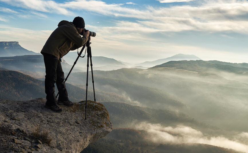photographer-taking-pictures-on-the-edge-of-a-cliff_INF31371.jpg