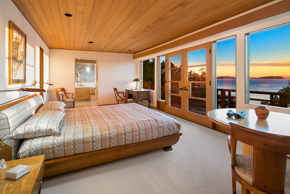 13 Master Bedroom (right).jpg