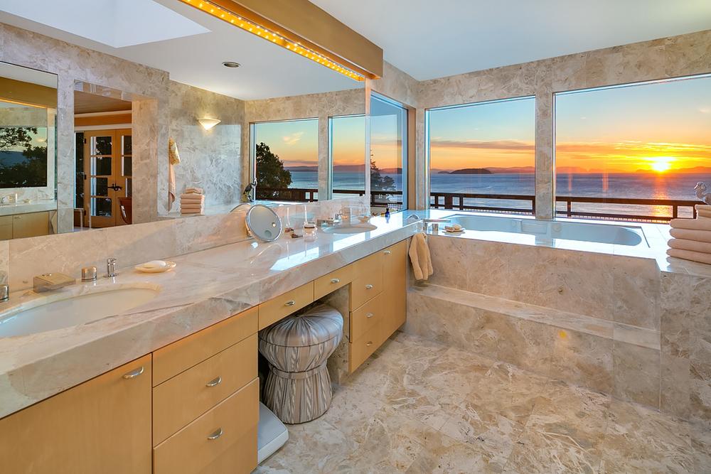 16 Master Bathroom.jpg