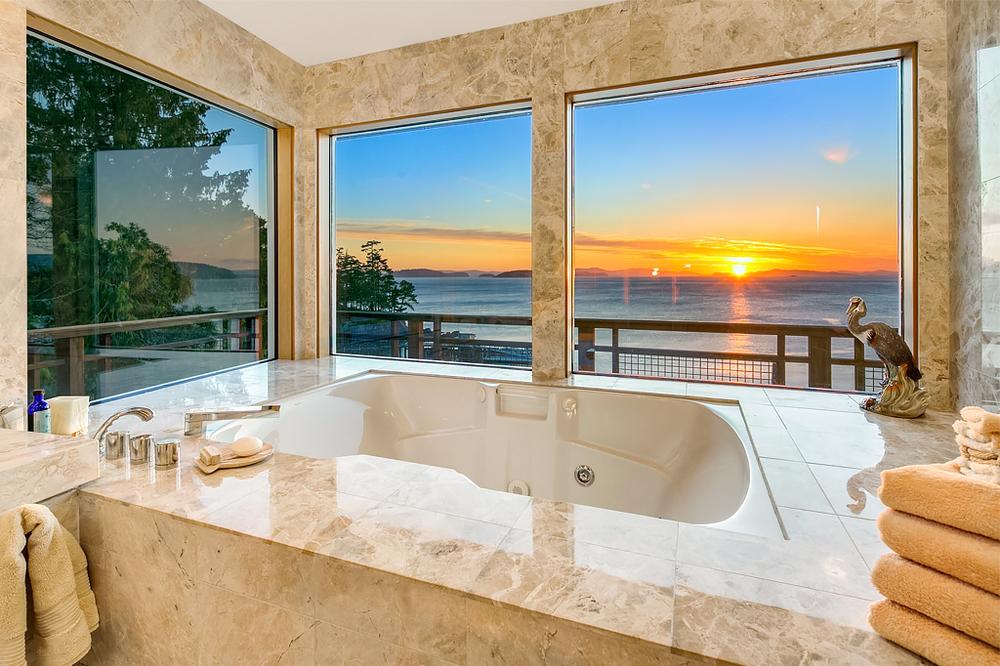 17 Master Bathroom (tub).jpg