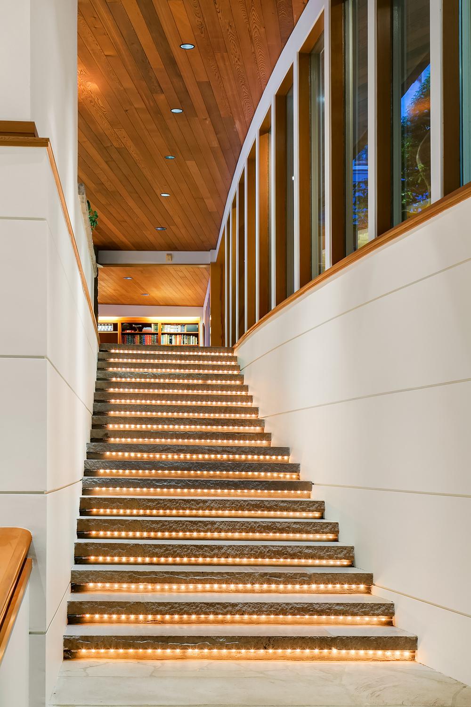 Foyer (stairs).jpg