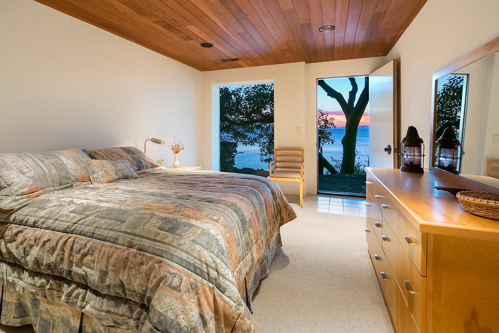 Guest Bedroom (smaller).jpg